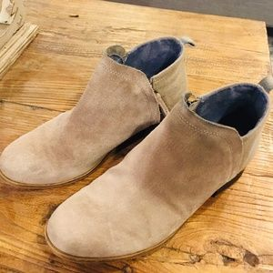 Toms Women's Tan/Gray Suede Ankle Booties size 7.5